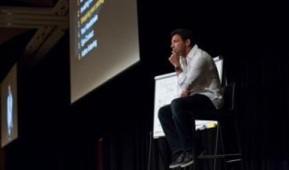 Белфърт преподава езика на тялото по време на бизнес преговори