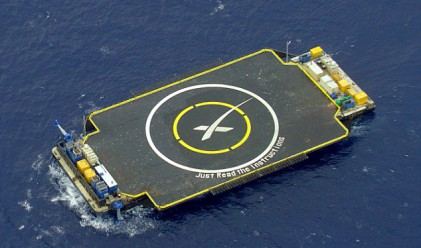 Приземиха ракета върху платформа в океана