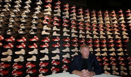 Колко чифта кецове има съоснователят на Nike?