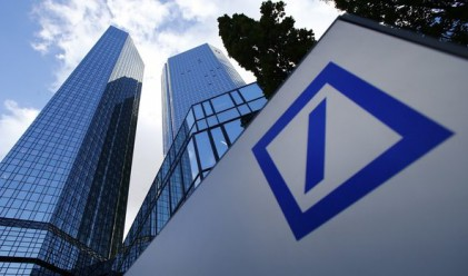 Печалбата на Deutsche Bank пада с 58%