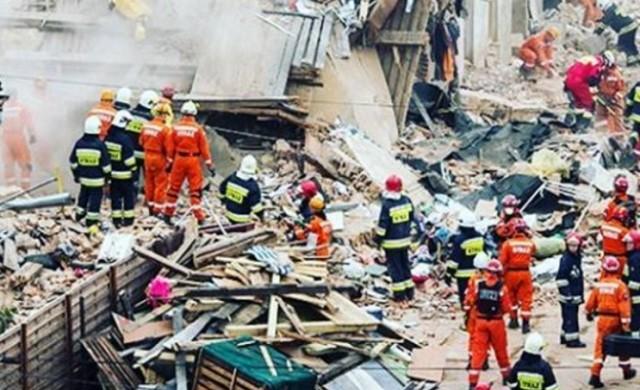 Блок се срути в Полша, шестима загинаха