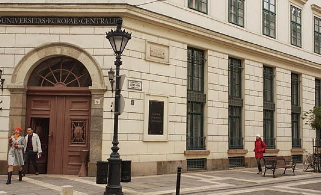 50 000 души в Унгария подкрепиха Централноевропейския университет