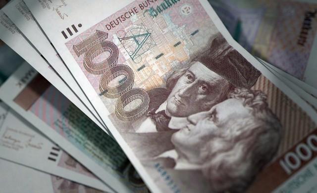 Непотребни банкноти и монети за милиарди кътат европейците