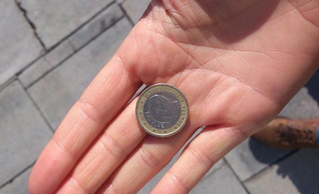 Може ли монета, хвърлена от небостъргач, да убие пешеходец?