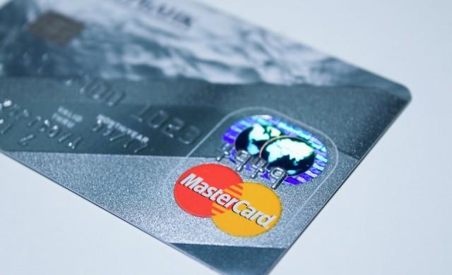 Mastercard показа банкова карта със сензор за пръстови отпечатъци