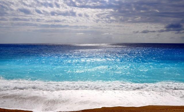 Гръцкият остров с най-синя вода в света