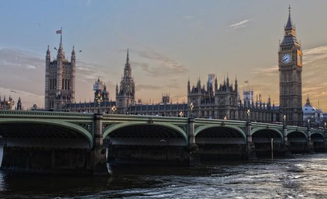 Разследват планирани терористични атаки в Лондон