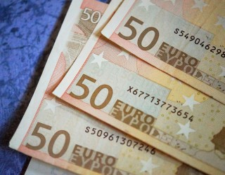 Еврото скочи след президентските избори във Франция