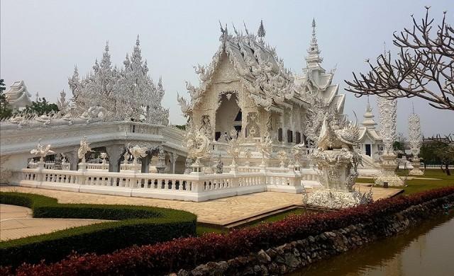 Белият храм: там, където Буда е съсед на Дарт Вейдър