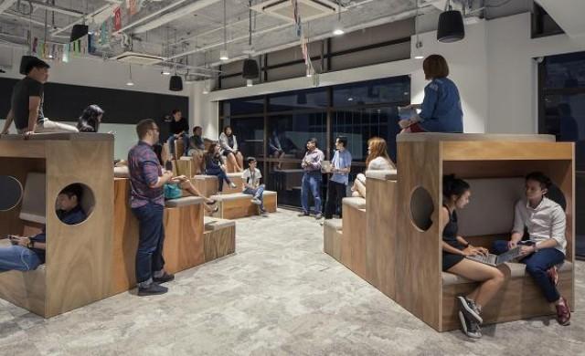 Разходете се из уникалния офис на Airbnb в Сингапур
