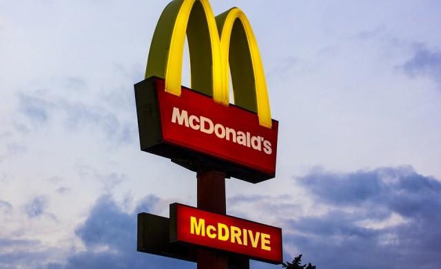 Шефът на McDonalds печели 3 100 пъти повече от средния служител