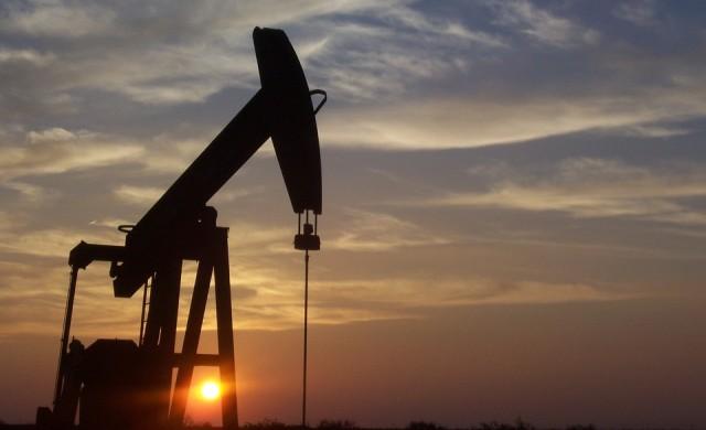 Анализатор: Графиките нe изключват трицифрени цени на петрола