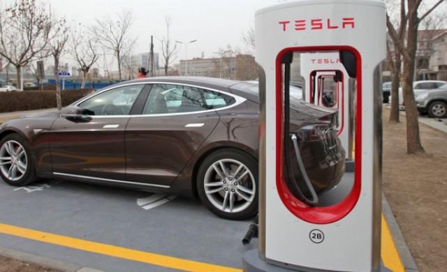 Батериите на Tesla и Nissan Leaf след 300 000 км пробег