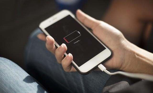Крадци отмъкнаха мобилни телефони за 1 млн. долара от летище