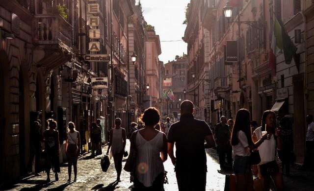 МВФ: Испанците вече са по-богати от италианците