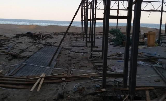Премахнаха незаконен бар и ресторант на плажа в Слънчев бряг
