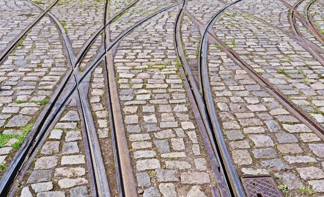 Ремонтират релсите по маршрута на трамваи 10 и 11