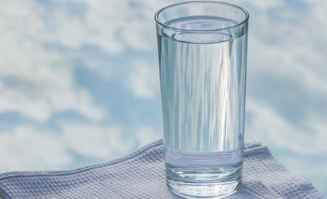 Никога не оставяйте чаша вода до леглото си