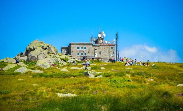 УНИКА официален партньор на новите наематели на заслон Черни връх