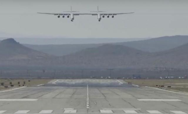 Най-големият самолет в света направи първия си успешен полет