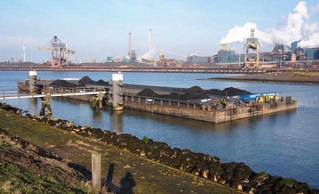 Въглища се трупат по пристанищата в Европа след топлата зима