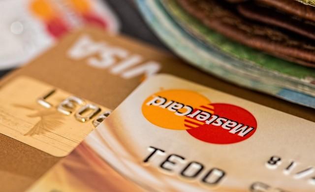 Падат таксите за плащания с карти, издадени от страни извън ЕС