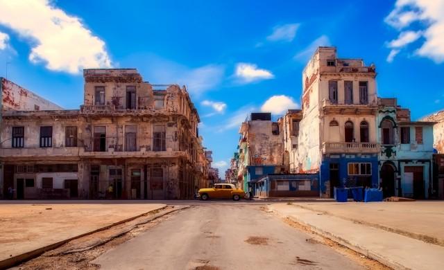 Куба спира полетите и гони кораби от териториалните си води