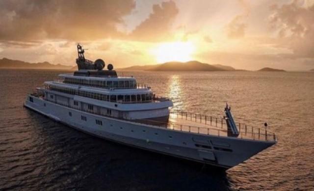 Милиардер се самоизолира на яхтата си за 590 млн. долара