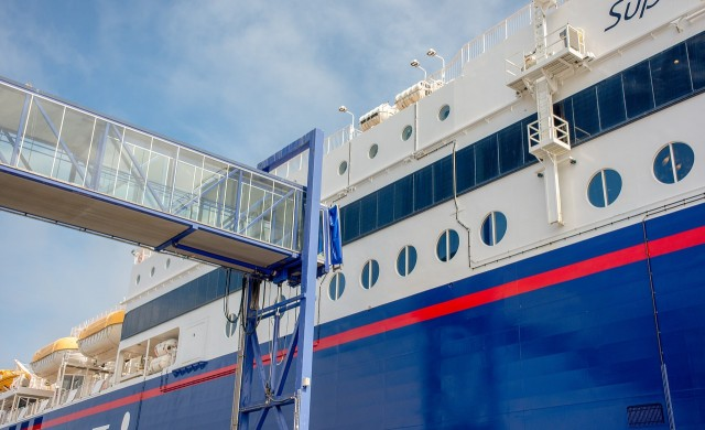 119 заразени с коронавирус на борда на гръцкия ферибот