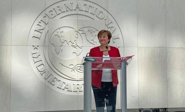 МВФ: Световната икономика спря