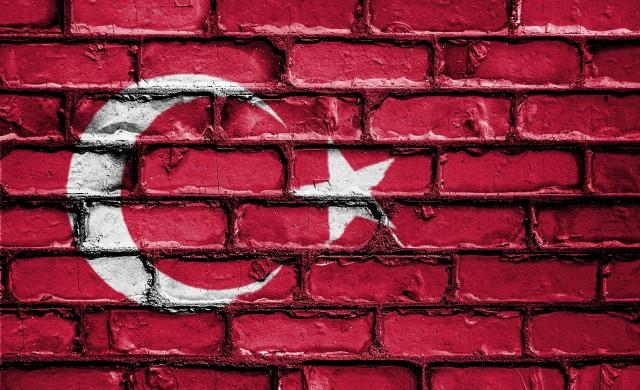 Турция затваря 30 града заради коронавируса