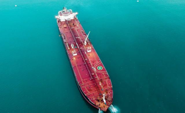 Русия: Танкерите вече са плаващи туби с петрол