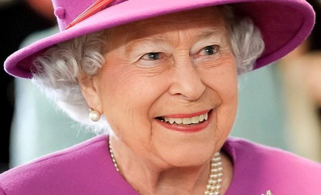 Кралица Елизабет II с историческо обръщение към британците