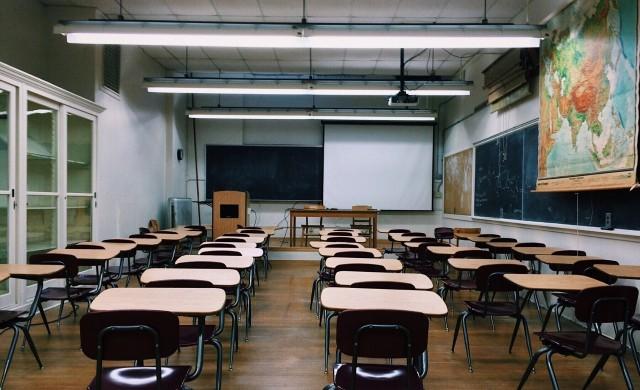 Наистина ли затварянето на училищата забавя COVID-19?