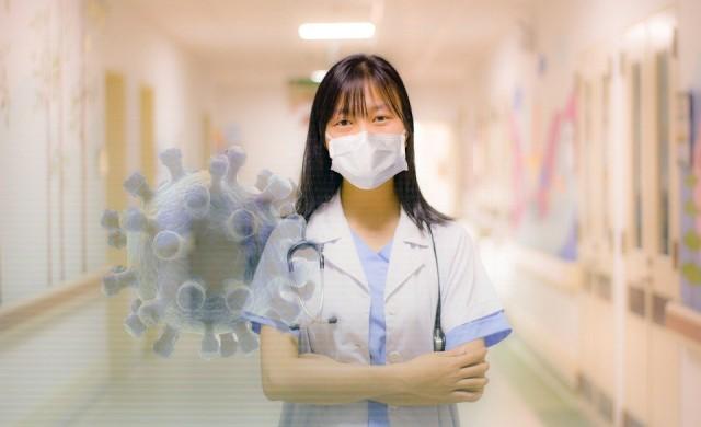Лекари в САЩ успокояват пациенти с COVID-19 със снимки с усмивки