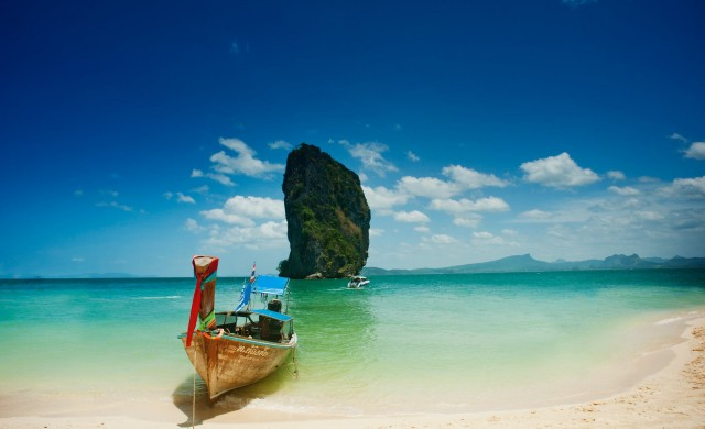 Чуждестранните туристи в Тайланд намаляват със 76.4% през март