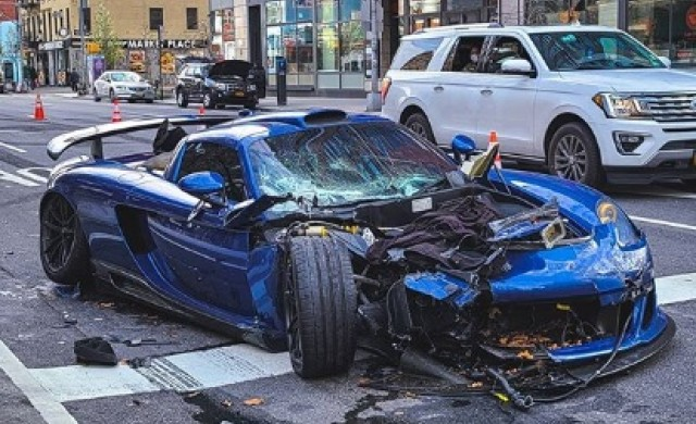 Дрогиран богаташ разби Porsche по празните улици на Ню Йорк