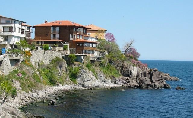 Девет от десет хотела по морето затворени за старта на сезона