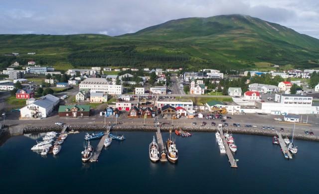 Защо следващата ви дестинация да бъде градчето Хусавик в Исландия?