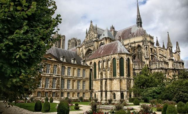 Реконструкцията на катедралата Нотр Дам може да отнеме 20 години