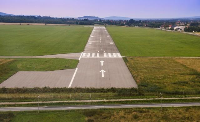 Самолет кацна на грешно летище, при това все още непостроено