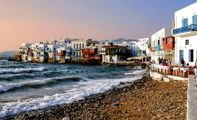 От понеделник в Гърция отпада карантината за граждани на ЕС