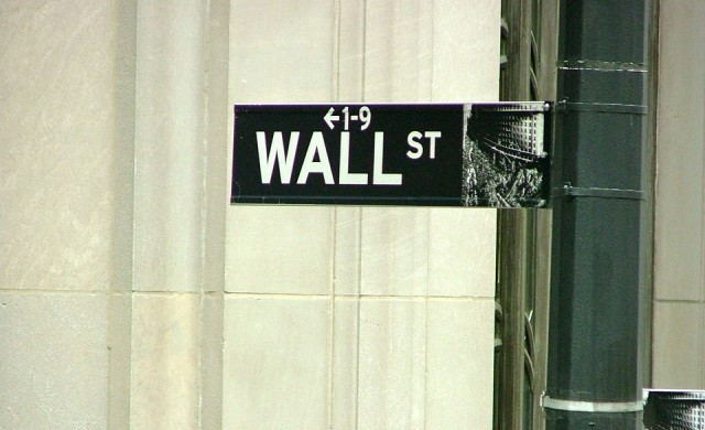 Индексите на Уолстрийт отстъпиха от рекордните си нива