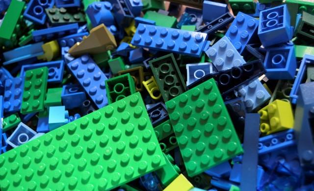 Милиардерите зад Lego ще инвестират в пластмасови отпадъци