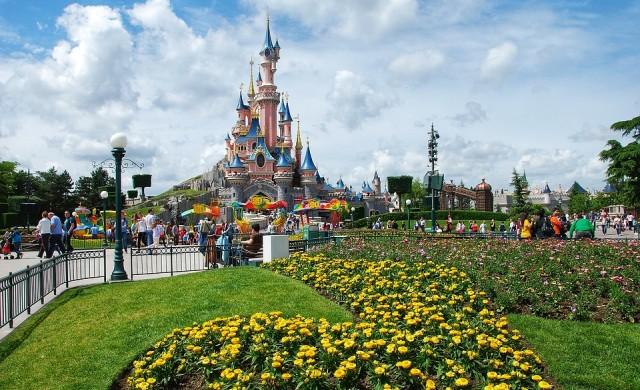 Парижкият Disneyland се превръща в център за масова ваксинация