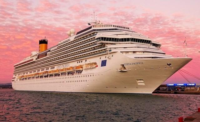 Най-големият круизен кораб в света ще посрещне първите си гости през 2022 г
