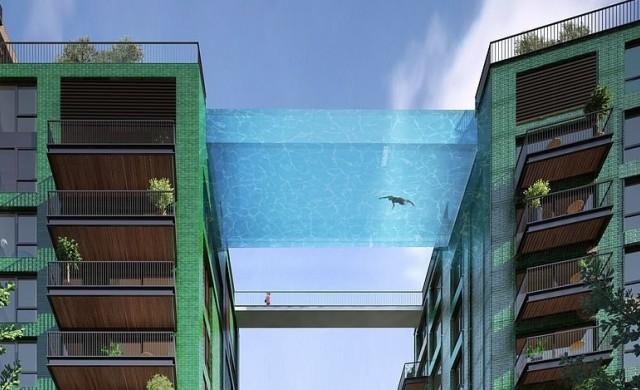 Прозрачен басейн