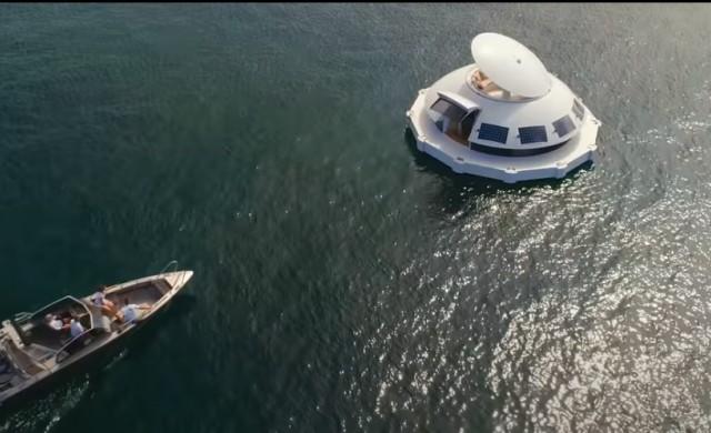 Електрическа капсула е първият в света плаващ еко хотелски апартамент