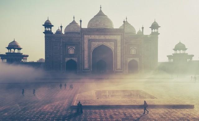 Световен рекорд: Над 386 хиляди заразени с COVID-19 в Индия за денонощие