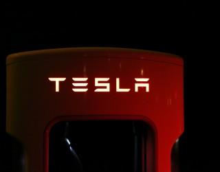 Автопилотът в колите на Tesla може да бъде активиран и без шофьор